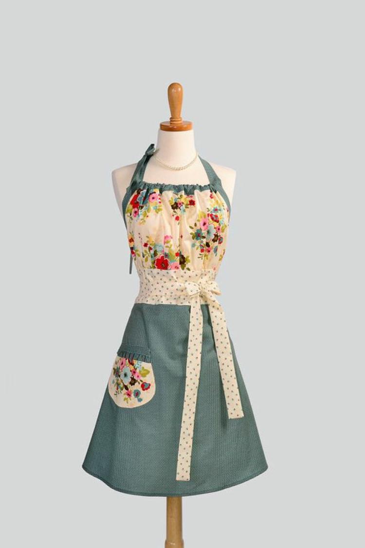Schürze nähen Anleitung Damen Küchenschürze Blumenmuster