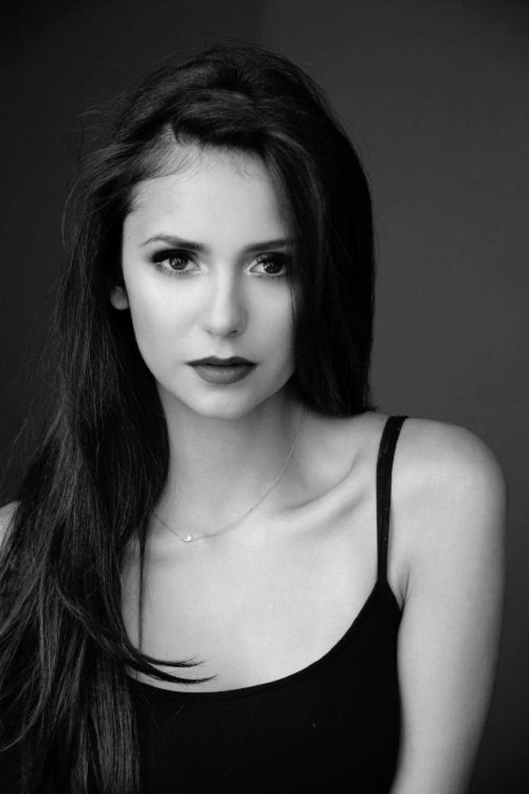 Schauspielerin Nina Dobrev Bilder