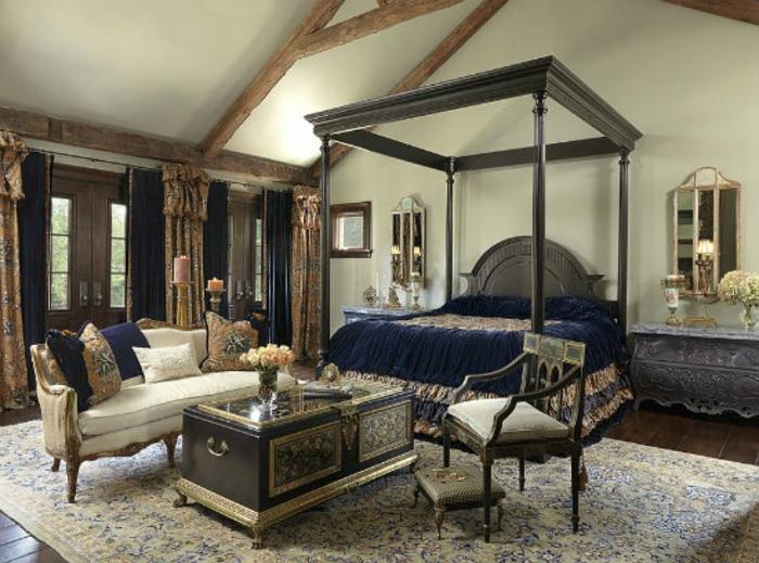 Schlafzimmer einrichten Einrichtungsbeispiele im viktorianischen Stil antike Holzmöbel