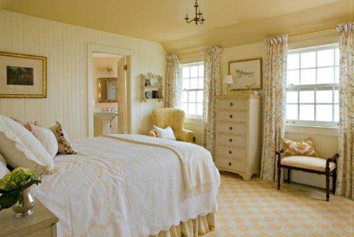 Schlafzimmer einrichten Einrichtungsbeispiele im viktorianischen Stil antike Möbel Bett Kommode