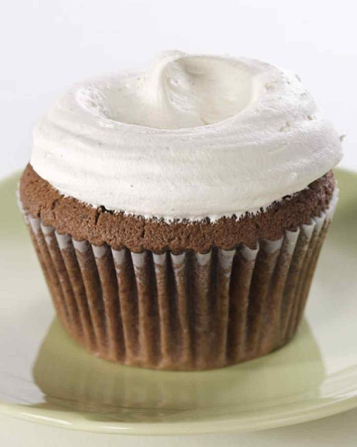Schoko Cupcakes mit Sahnehäubchen Rezept Törtchen backen Rezeptideen
