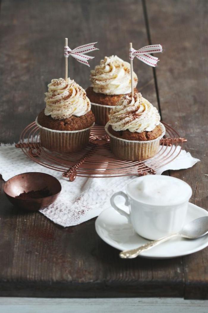 Schoko Sahne Cupcakes Rezept einfach kleine Törtchen backen