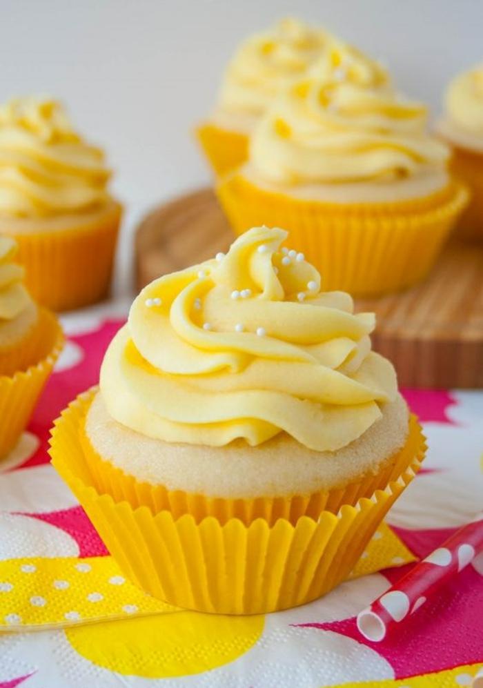 Vanille Cupcakes Rezept einfach kleine Törtchen backen