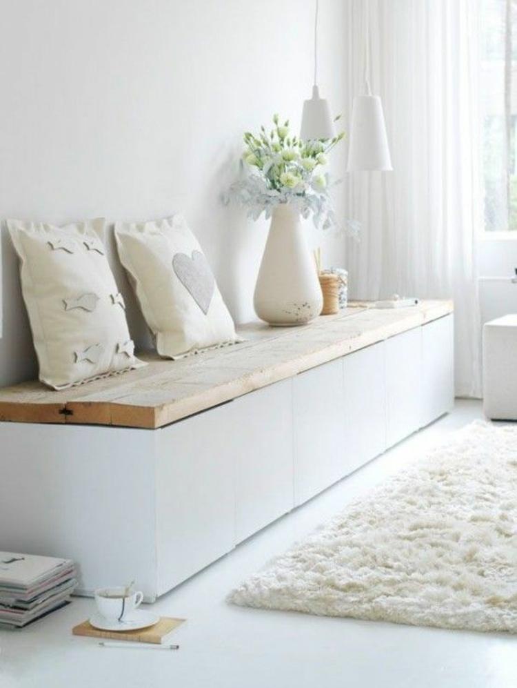 Wohnung einrichten Holzbank gemütliche Leseecke