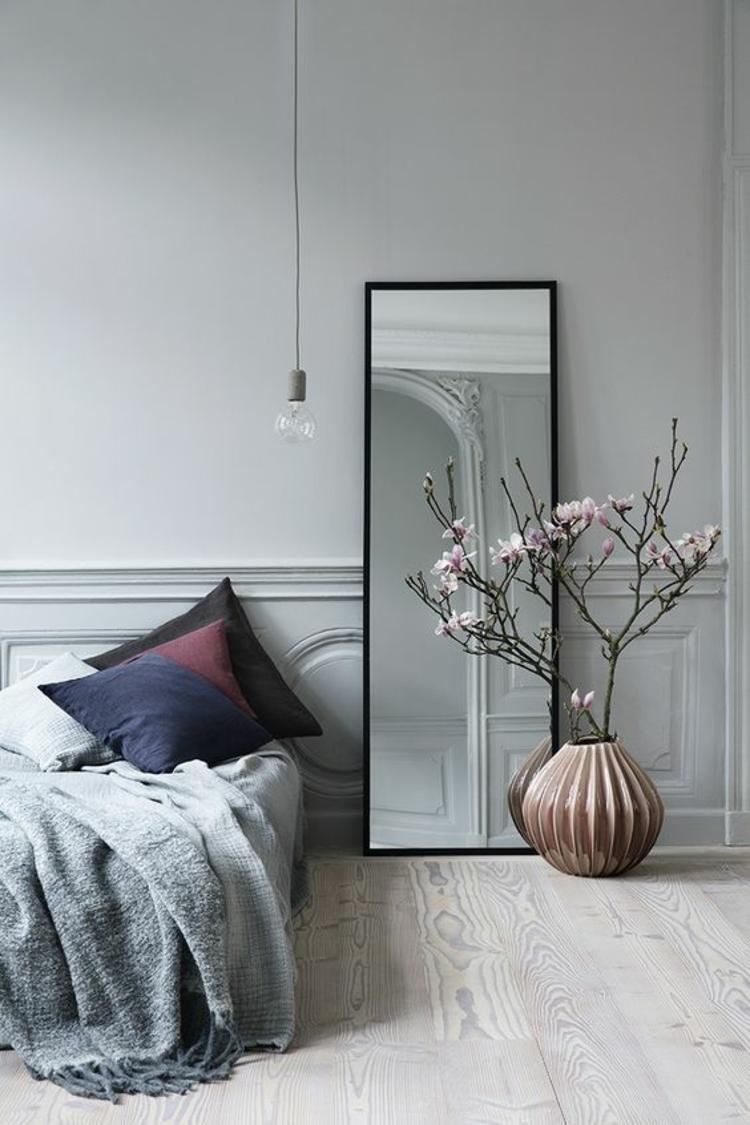 Wohnung einrichten Schlafzimmer Möbel Bett Wandspiegel Pendelleuchte