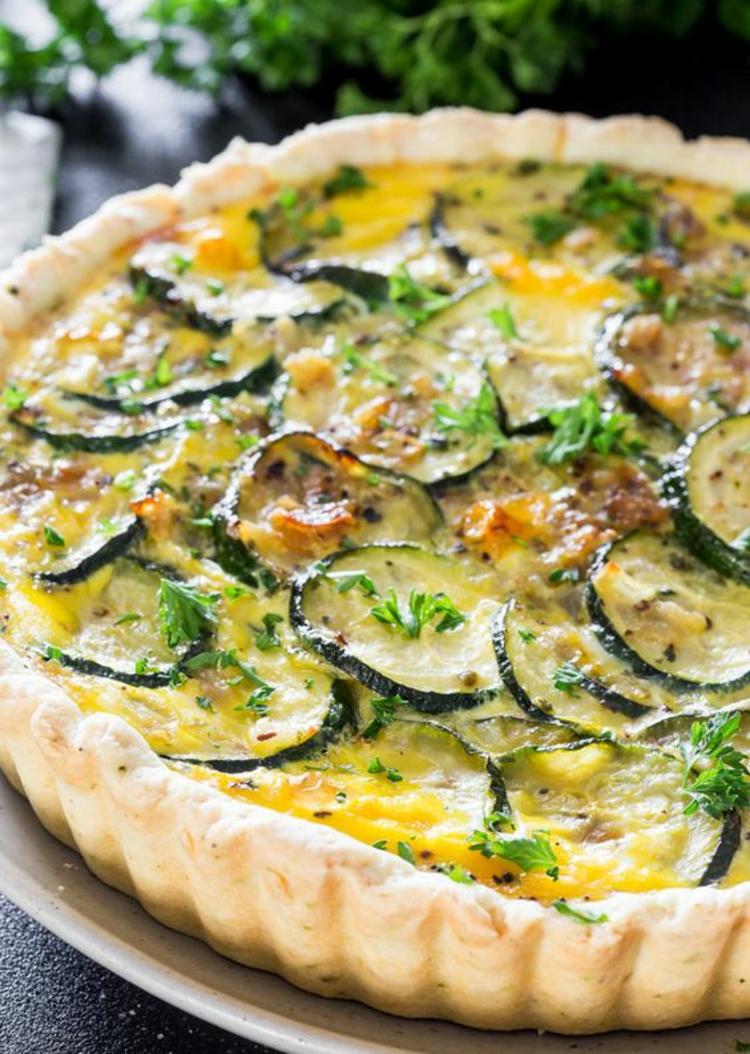 Zucchini Quiche Rezept Quiche Teig mit Gemüse und Käse backen