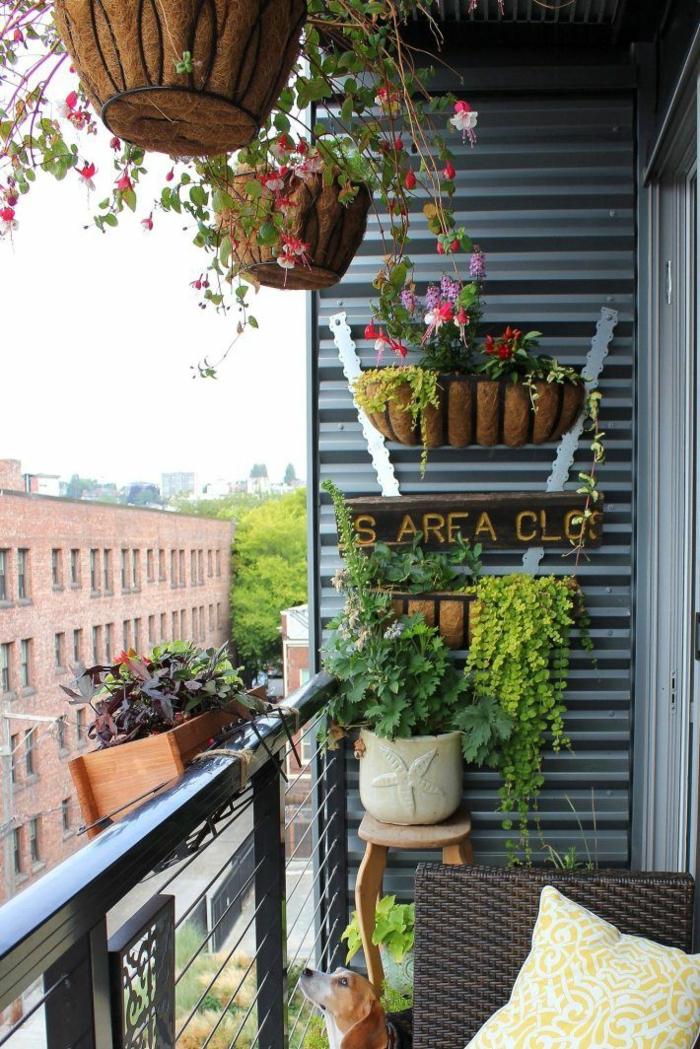 balkon ideen balkongestaltung platzsparende moebеl blumenampel
