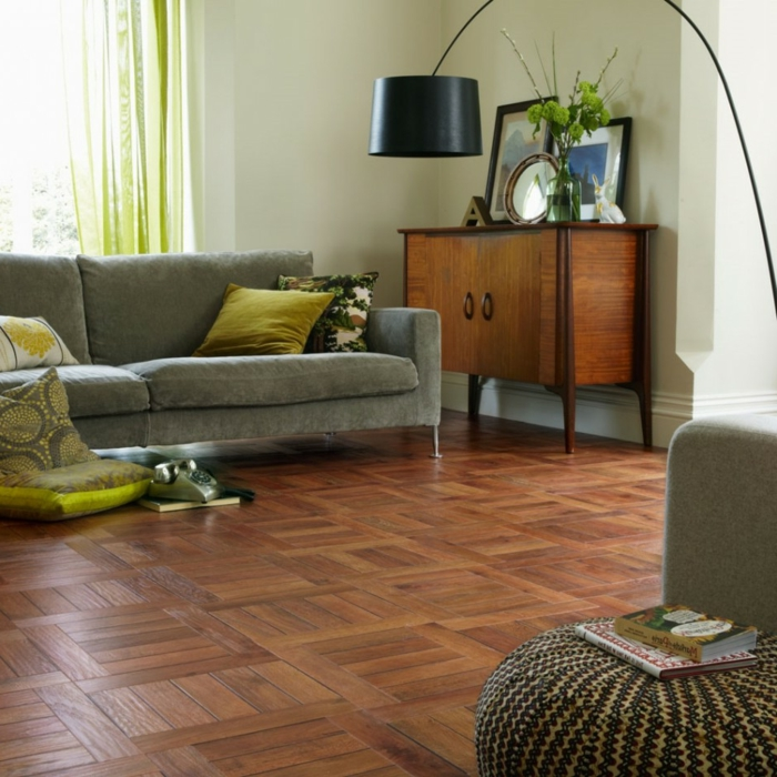 bodenbelag wohnzimmer bodenfliesen holztextur schickes sofa
