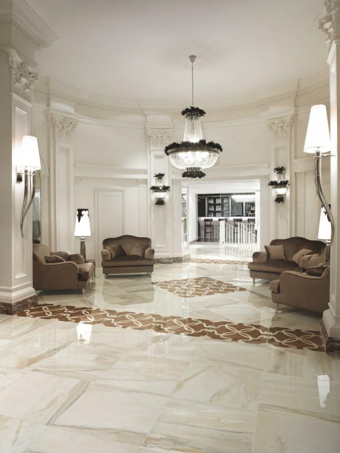 bodenbelag wohnzimmer luxuriöse bodenfliesen braune sofas helles ambiente