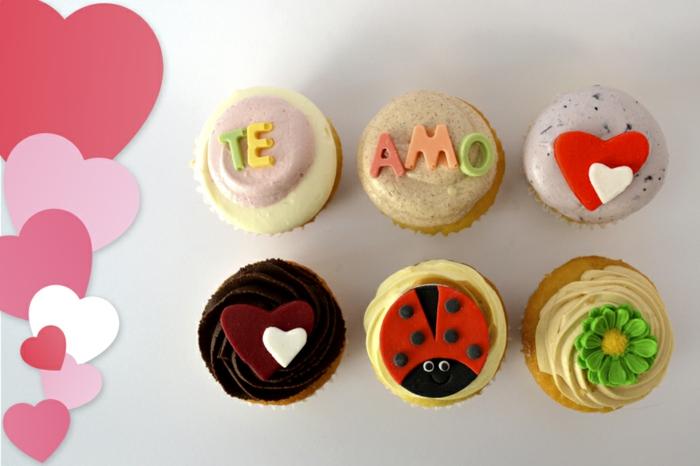 cupcake deco ideen grüne glasur buchstaben amore herzen blumen