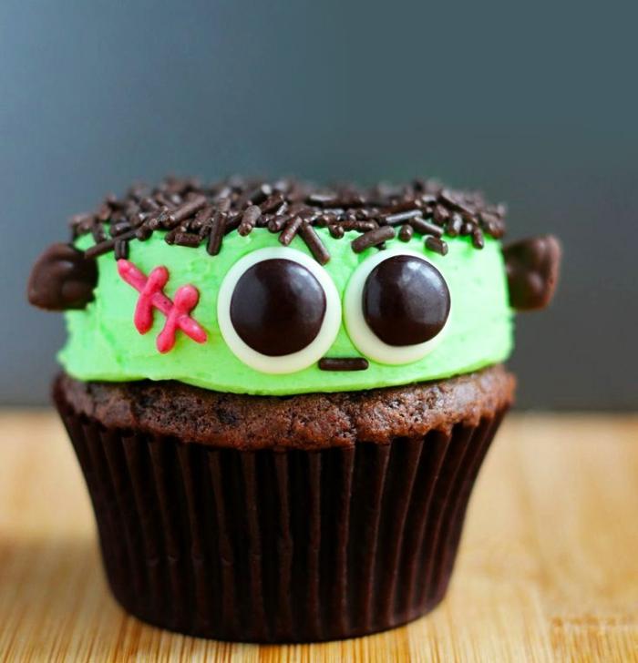 cupcake deco ideen grüne glasur schokostreusel frankenstein
