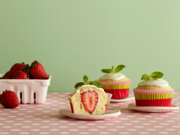 cupcake deco muffins sommerparty erdbeeren ideen