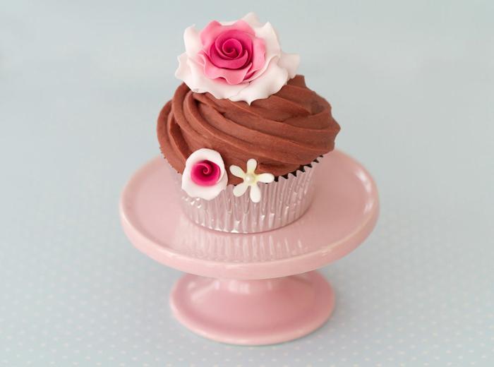 cupcake deco muffins kakaocreme zuckerblumen rosen