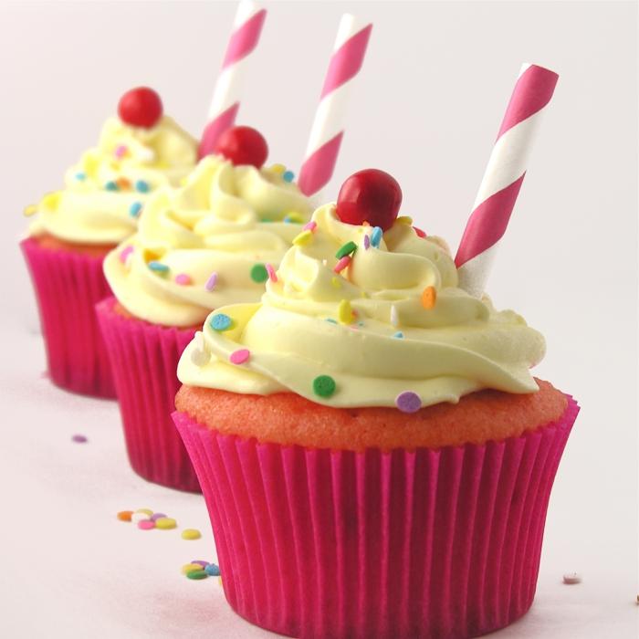 Cupcake Deko muffins kirschen konfetti strohhlam party geburtstag