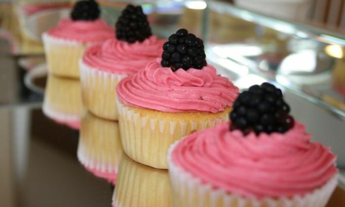 cupcake deco muffins rosa sahne brombeeren