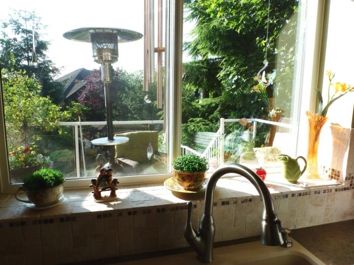 dekoideen fensterbank küche pflanzen accessoires