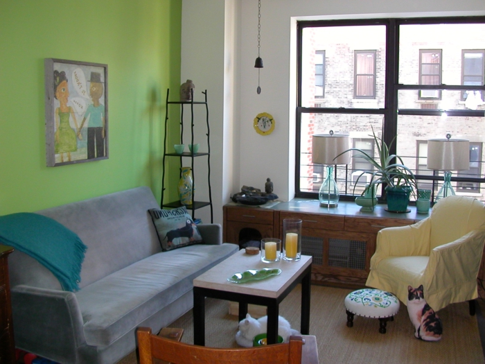 dekoideen fensterbank wohnzimmer stauraum kommode pflanzen grüne wandfarbe