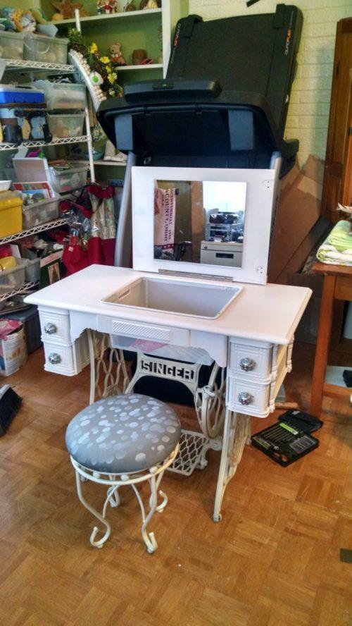 dekoideen-wohnzimmer-ideen-raumgestaltung-ideen-DIY-Ideen-Balkon-Ideen-naehmaschine-schminktisch