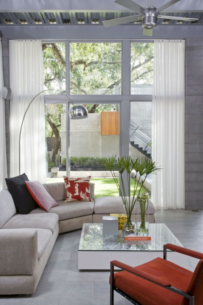 ecksofa helles sofa oranger sessel pflanze