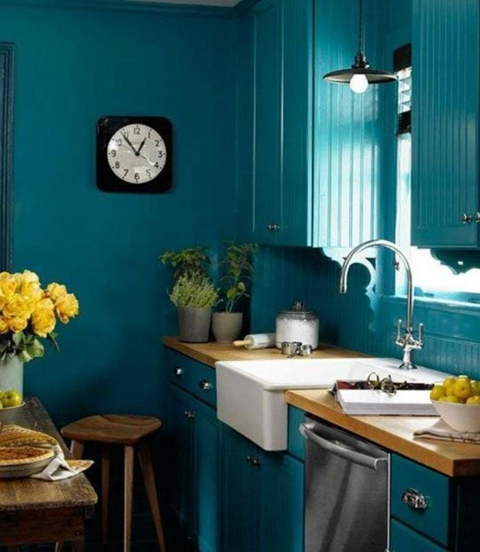 einrichtungsbeispiele trendfarbe wandgestaltung wanddesign blaugrün küche