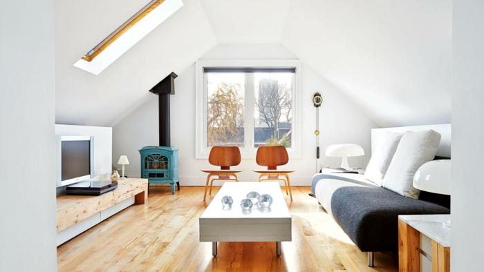 einrichtungsideen kleines wohnzimmer dachschräge holzakzente weiße wände