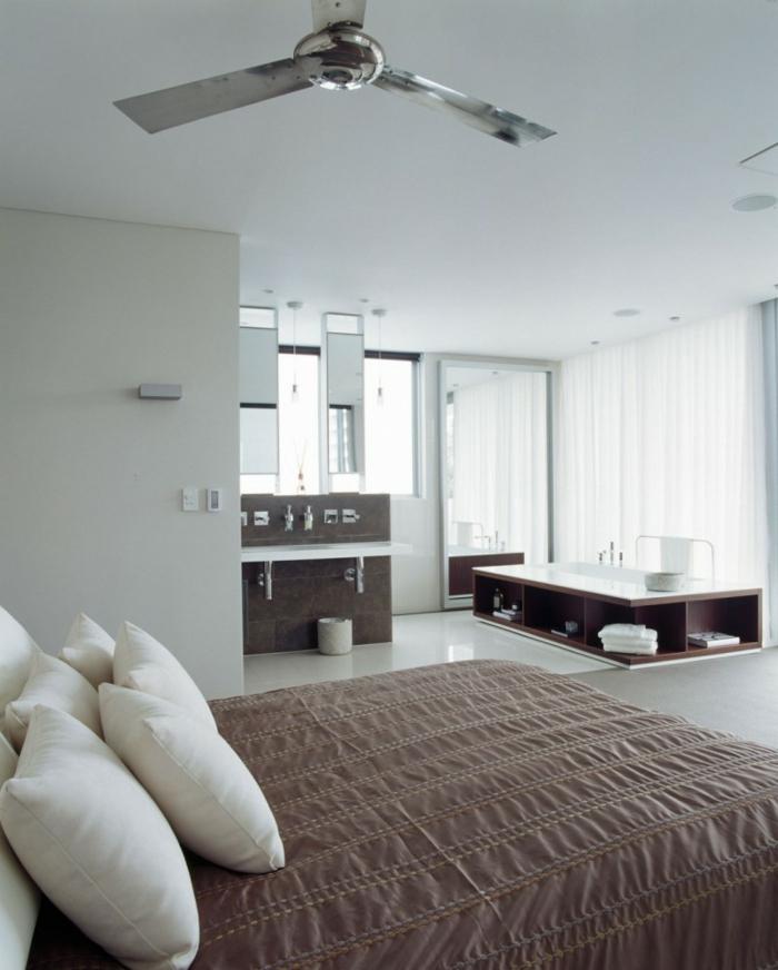 einrichtungsideen schlafzimmer badewanne stauraum ideen