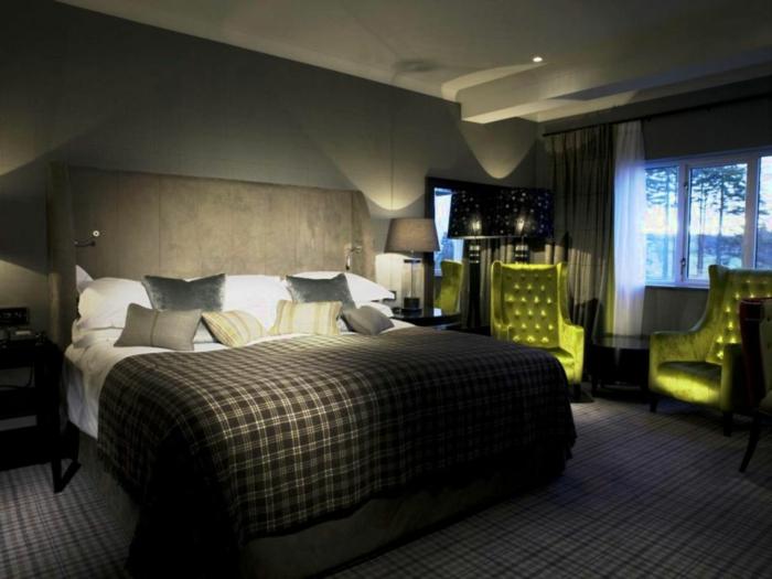 einrichtungsideen schlafzimmer männlich grüne sessel teppichboden