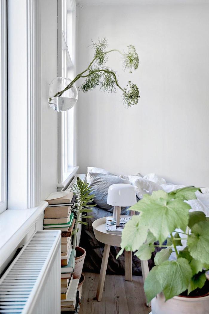 Einrichtungsideen Schlafzimmer Pflanzen Bücher Holzboden
