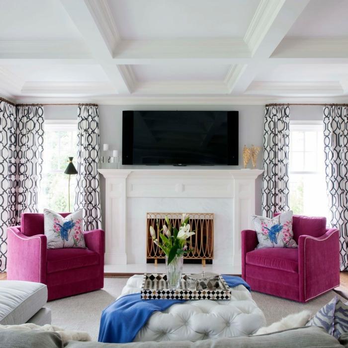 einrichtungsideen wohnideen wohnzimmer lila sessel gardinenmuster eleganter teppich