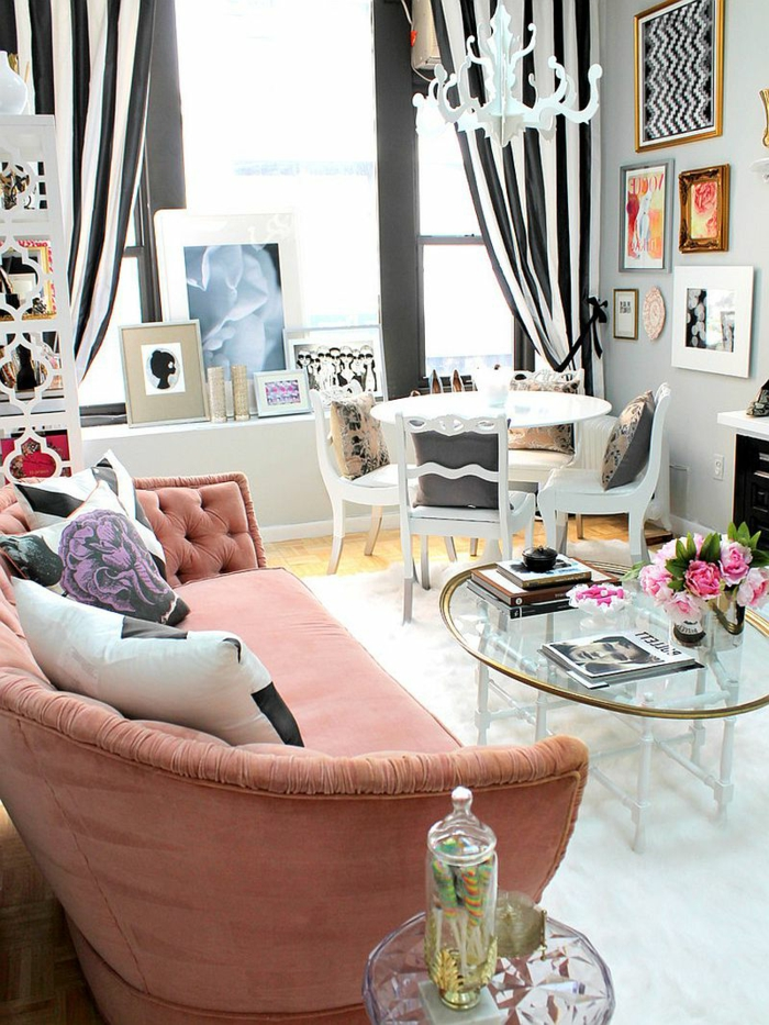einrichtungsideen wohnzimmer bereiche heller teppich hellrosa sofa gardinen streifen