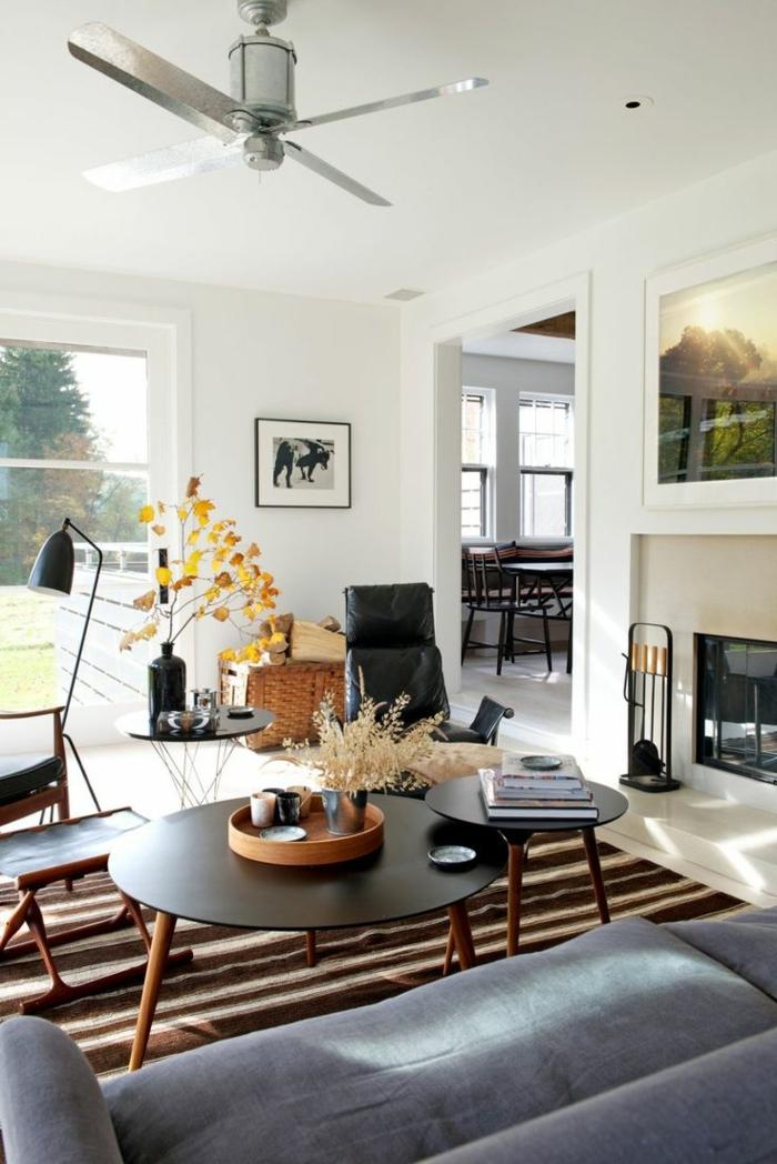 einrichtungsideen wohnzimmer streifenteppich runde tische graues sofa