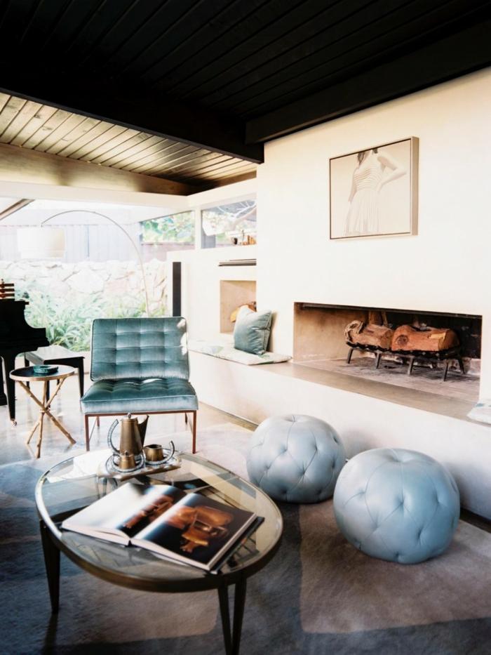 einrichtungsideen wohnzimmer teppich hellblaue akzente kamin