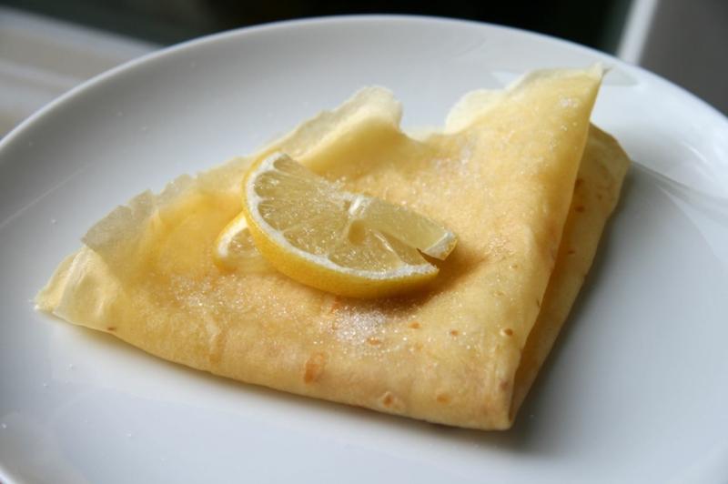 englische Pfannkuchen mit Zucker und Zitrone Rezepte für Pfannkuchen weltweit