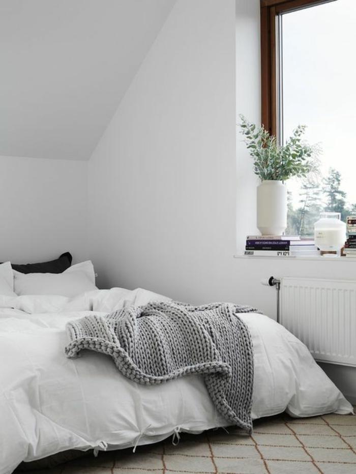 Fensterbank Dekoration Schlafzimmer Pflanzen Weiße Wände Dachschräge Teppich