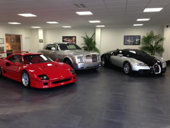 garagenboden Fliesen garagenfliesen-rot schwarz gekachelt luxus autohaus