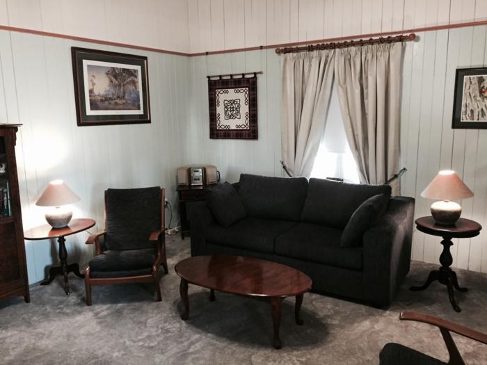 gardinen wohnzimmer gardinen schwarze möbel teppichboden
