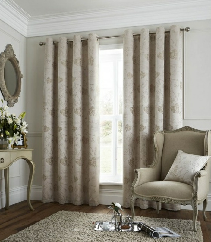 gardinen wohnzimmer lang muster helle wände wandspiegel