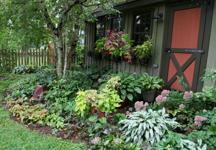 garten gestalten ideen gartenpflanzen blätter kleiner vorgarten