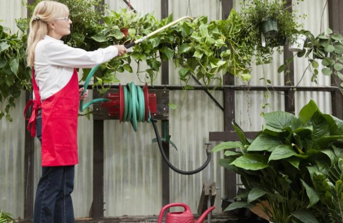 gartencenter gartengestaltung gartenarbeit pflanzen gießen gummischlauch