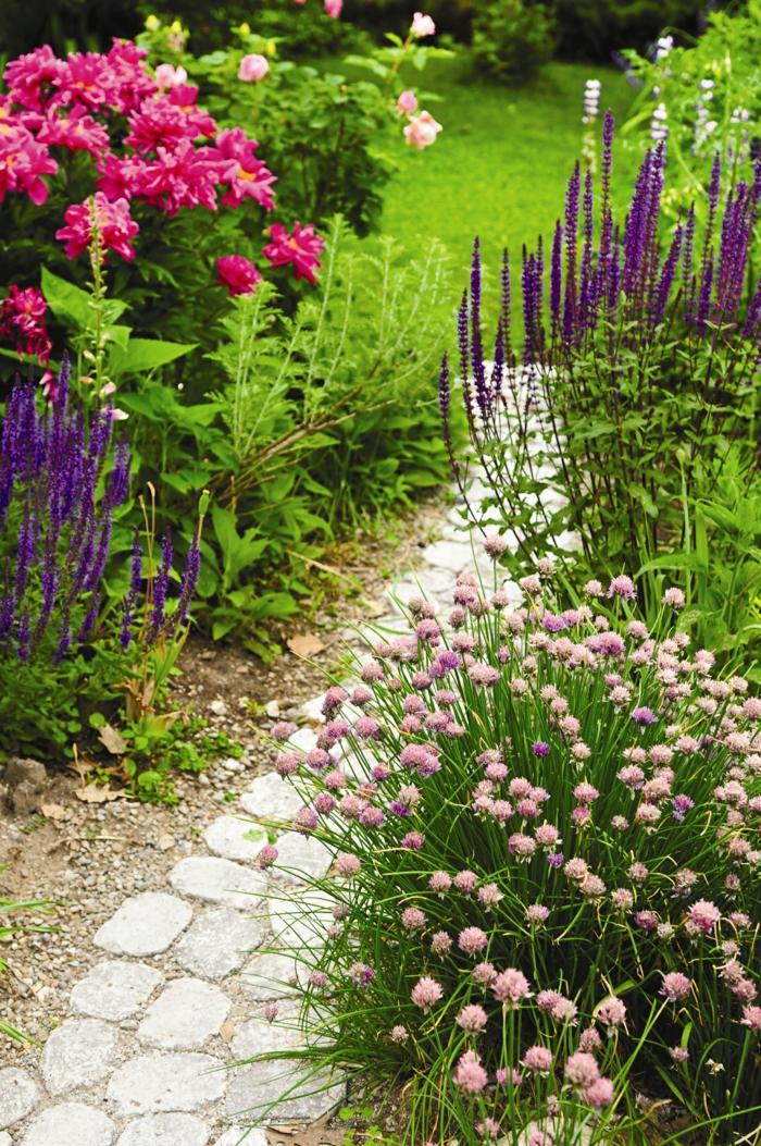 Gartenbank mit blumen gestalten 161416 eine for Garten gestalten blumen