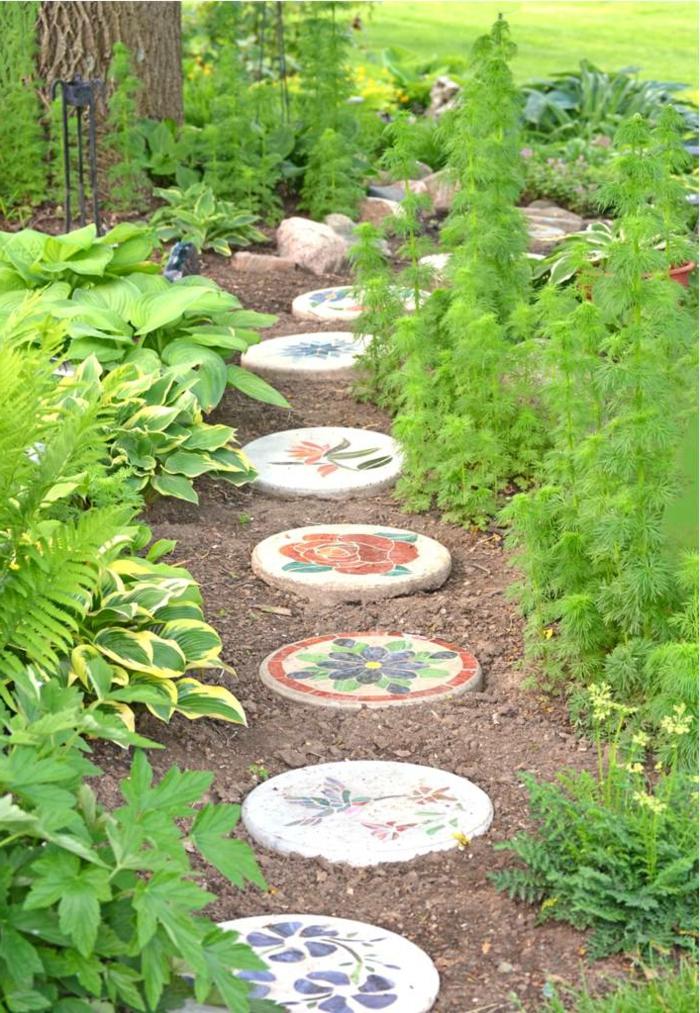111 gartenwege gestalten beispiele 7 tolle materialien - Gartenideen pflanzen ...