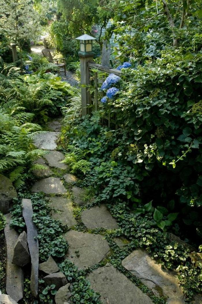 gartenideen gartenweg gestalten steinplatten reichliche bepflanzung