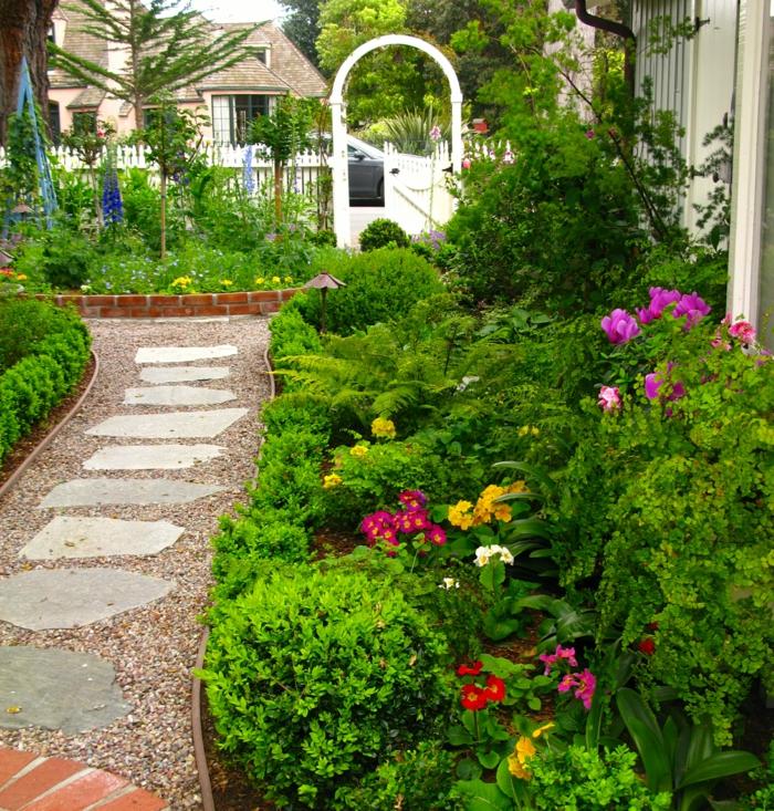 gartenweg gestalten gartenwege gartenpflanzen kies gehwegplatten