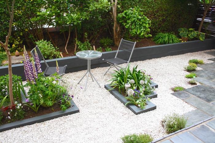 gartenweg gestalten gehwegplatten kies pflanzen gartenmöbel gartenideen