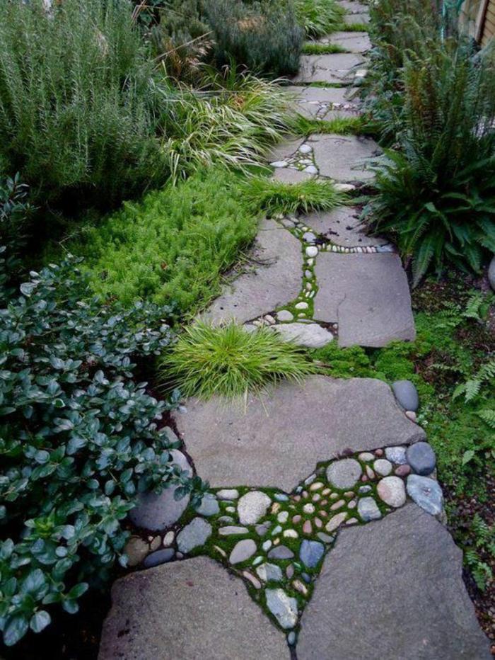 gartenwege gestalten steinplatten kies gartenpflanzen bodenbelag gartengestaltung gartenideen