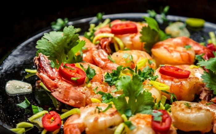 gesundes essen ausgewogenes menue garnellen