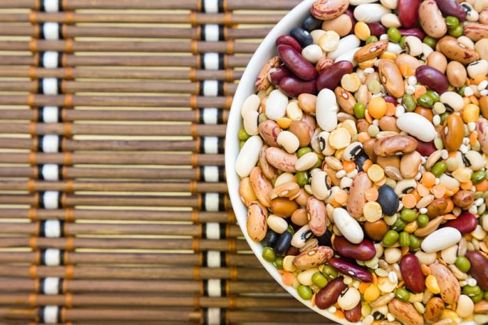 gesundes essen ausgewogenes menue huelsenfrüchte