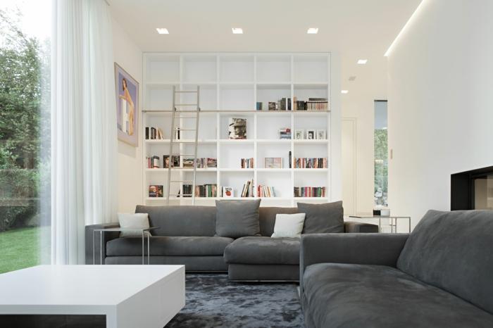 graues sofa weißer couchtisch regale