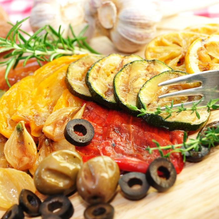 grillen vegetarisch gemüse bbq zucchini paprika oliven zitrone knoblauch rosmarin