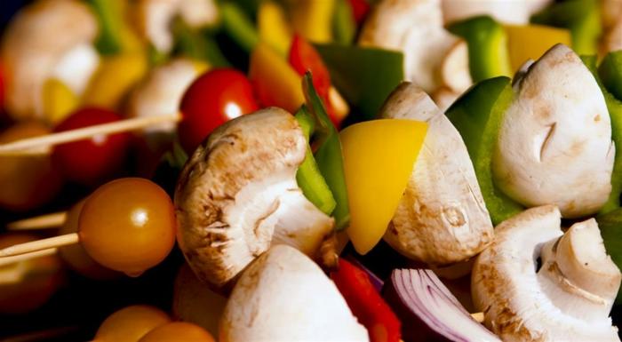 grillen vegetarisch pilze trauben zwiebel vegan